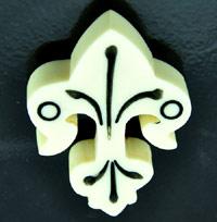 2.5x1.9in(65x47mm) Retro Bakelite, Creamy White Fleur-di-lis ea